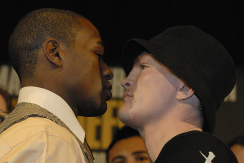 ¿Cuánto mide Floyd Mayweather? - Altura - Real height MAYWEATHER%20HATTON%20FACE%20OFF%2012-5-0701